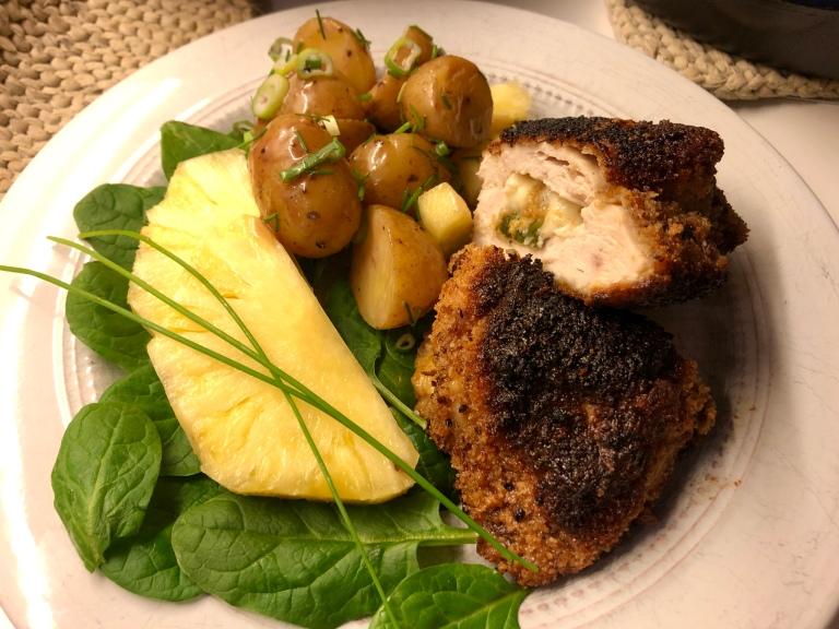Ovnsbakt fylt kyllingfilet med potetsalat og ananas7