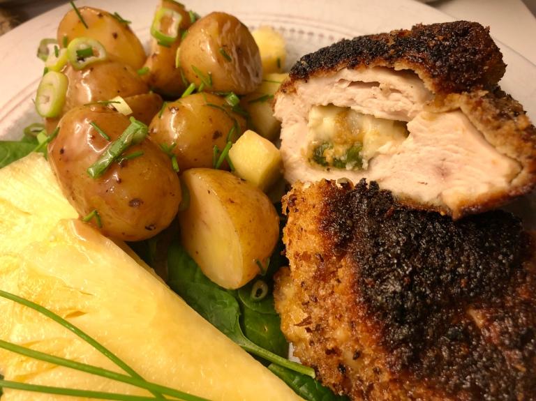 Ovnsbakt fylt kyllingfilet med potetsalat og ananas8